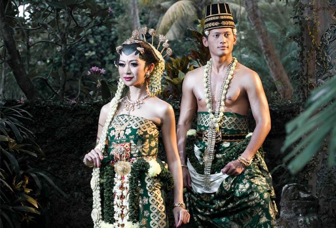 Pernikahan Adat Jawa Selly Dan Adit Di Yogyakarta: Melati, Putih & Cantik Untuk Rias Tradisi