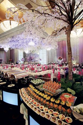 Inspirasi gaya tahun 20 an untuk pesta pernikahan di hotel for Dekor ulang tahun di kamar hotel
