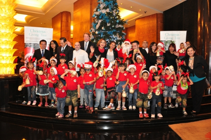 Christmas Tree Lighting 2015 di InterContinental Jakarta MidPlaza