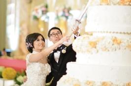 Classic & Elegant With Gold Color For Albert & Vania Wedding Theme In Balai Samudera
