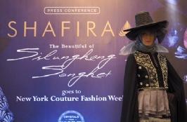 Shafira Tampil di New York  Couture Fashion Week