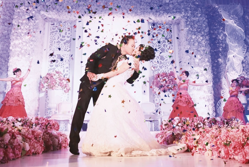 The Wedding Of David & Inneke Dominated With Pink, White And Gold Colors In Grand Admiral Ballroom