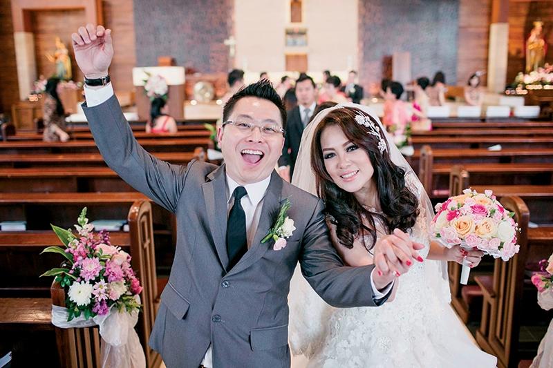 Djohan & Lidya's Wedding Dominated with Tiffany Blue and Gold Colors At Holiday Inn Jakarta Kemayoran