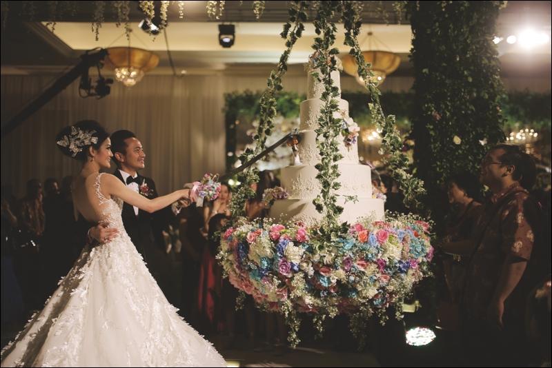 Romantic Garden Theme For Samuel & Olivia's Wedding At Puri Begawan