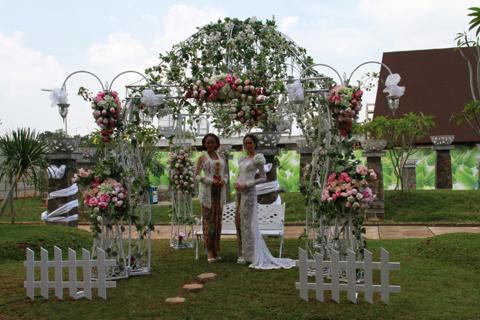 Wujudkan pernikahan anda di hotel santika tmii jakarta for Dekorasi party di hotel