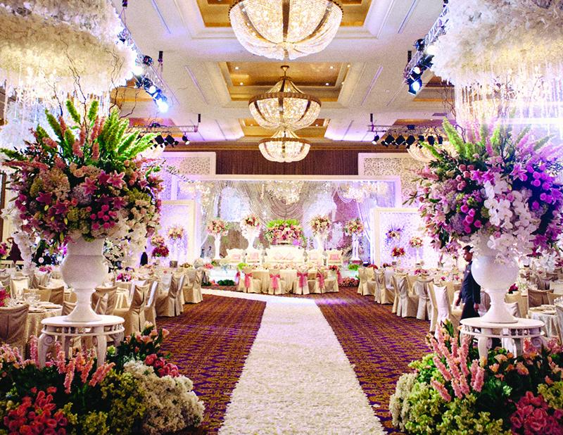 tema ini pun paling digemari oleh para pasangan pengantin karena terkesan formal dan cocok untuk acara pernikahan