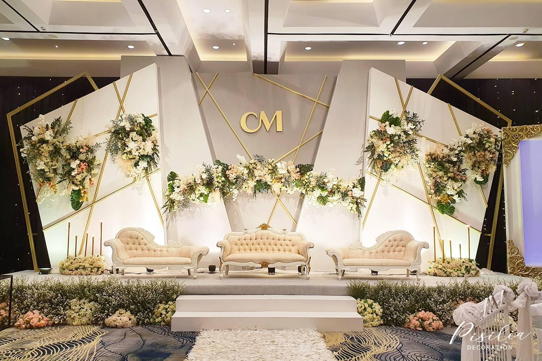 Inspirasi Dekorasi Pelaminan Pesta Pernikahan Anda Weddingku Com Dekorasi pelaminan putih gold