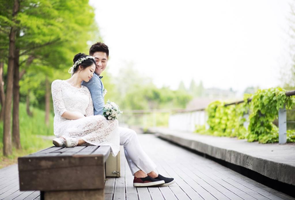 Pose Foto Pre Wedding 3