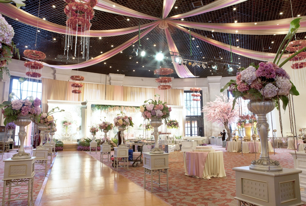 Desain Pernikahan Dekorasi Pelaminan Warna Biru Putih