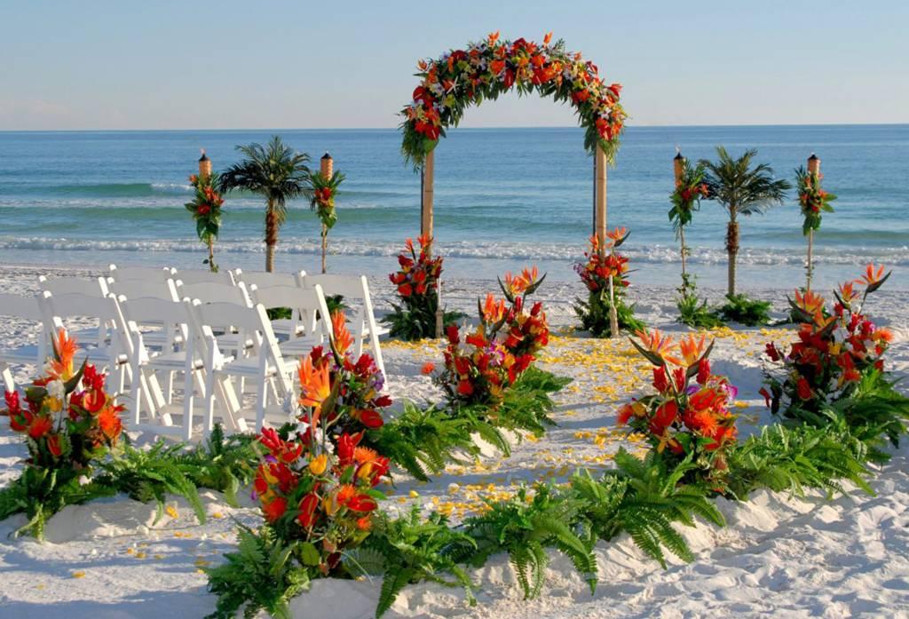 Inspirasi Tropical Wedding Theme | Weddingku.com