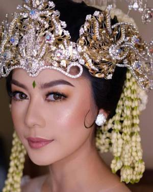 D&D Professional Make Up Artist & Kebaya By Dindin