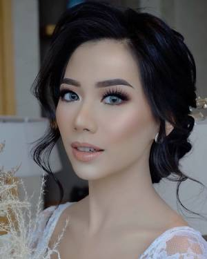 Reza Azru Makeup