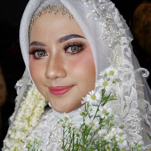 Rara makeup artist