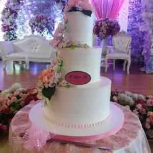 R two H Wedding Cake