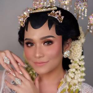Bella Sungkar Makeup