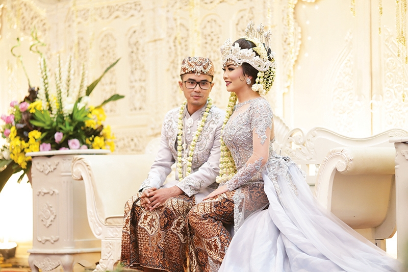 Pernikahan Sunda Bernuansa Silver Pink Dan Ungu Dian