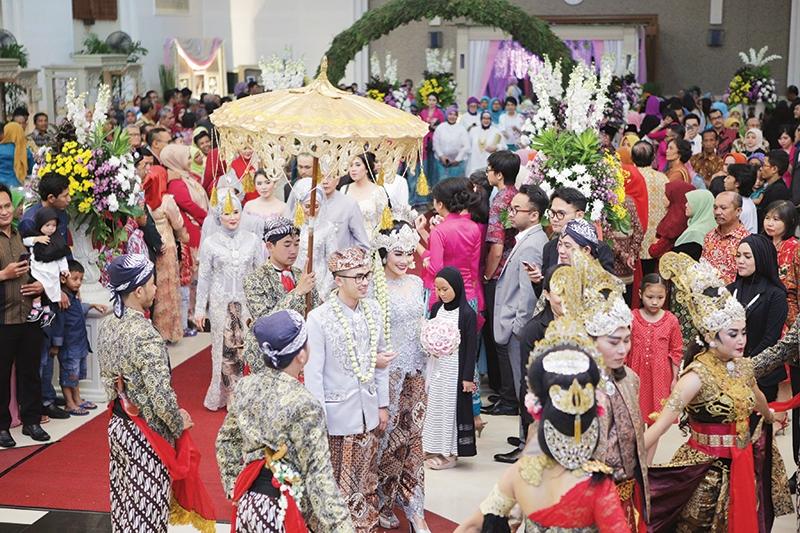 Pernikahan Sunda Bernuansa Silver Pink Dan Ungu Dian Aprilianti