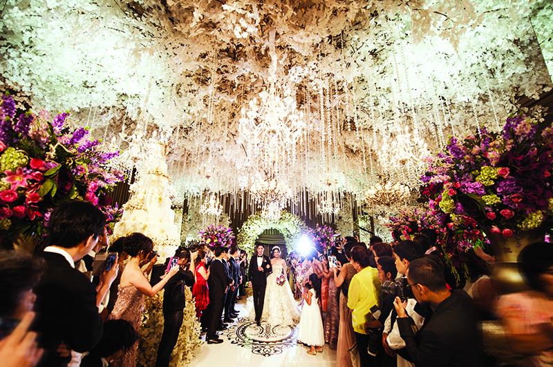 Classic And Timeless Theme For Hendry Imelda S Wedding At Hotel Mulia Senayan Hendry Tan Imelda Wijaya Weddingku Com