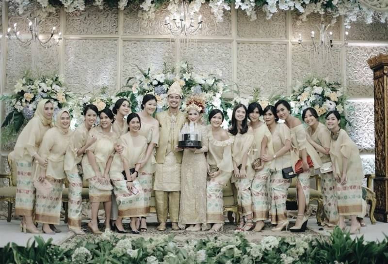 Berfoto dengan para bridesmaid tidak boleh dilewatkan
