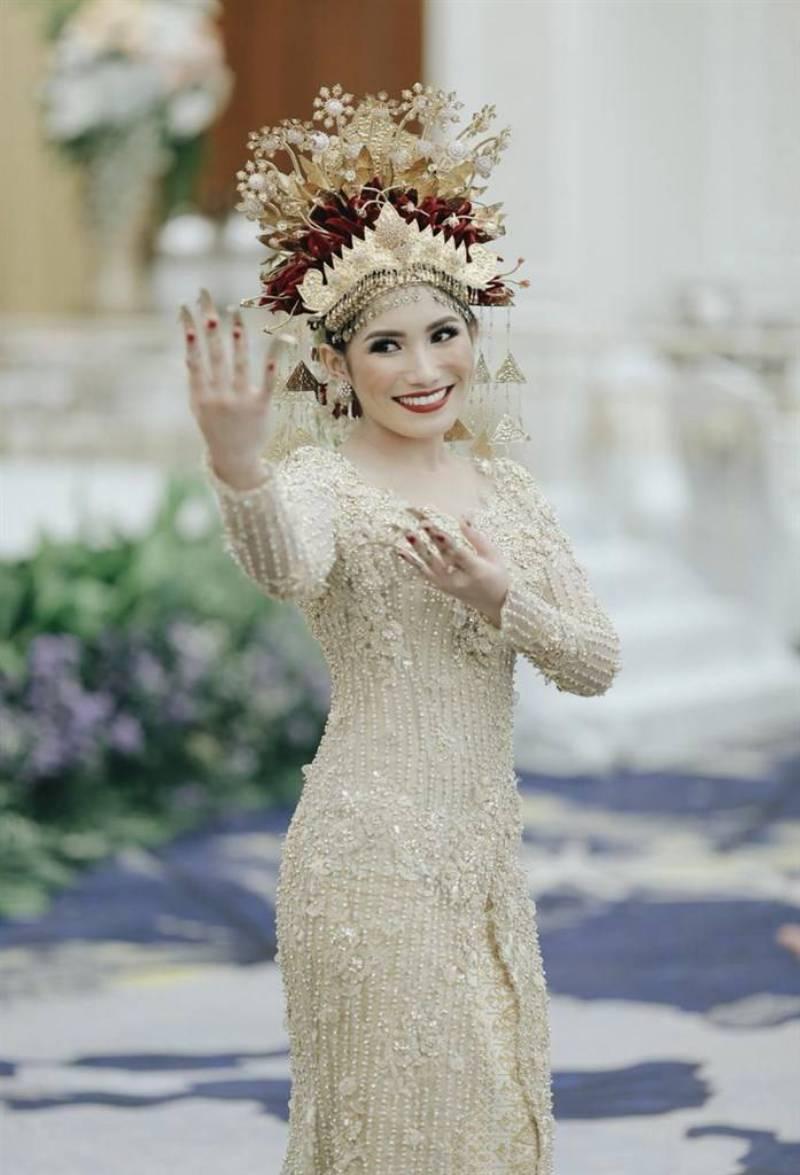 Anjani luwes menari salah satu tarian pernikahan pada adat Palembang