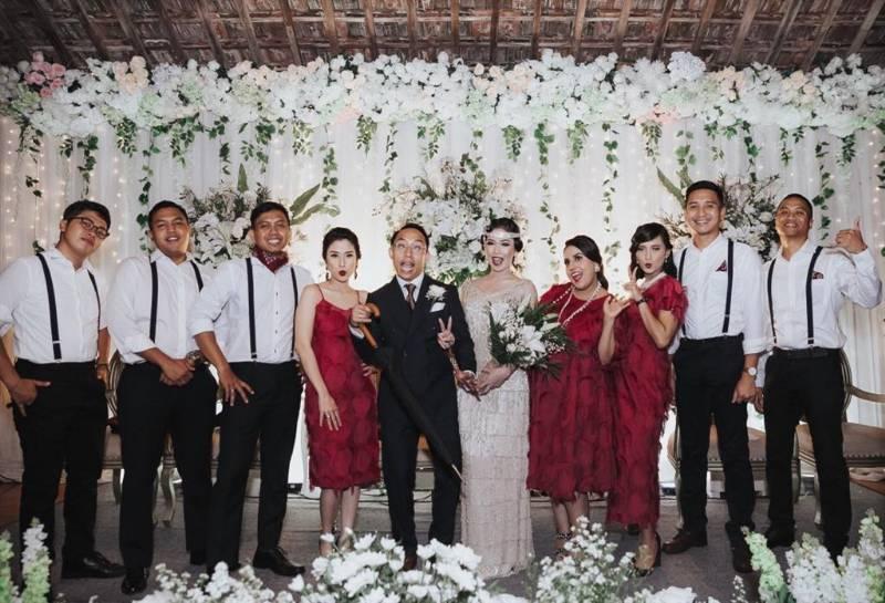 Foto dengan bridesmaid dan groomsmen