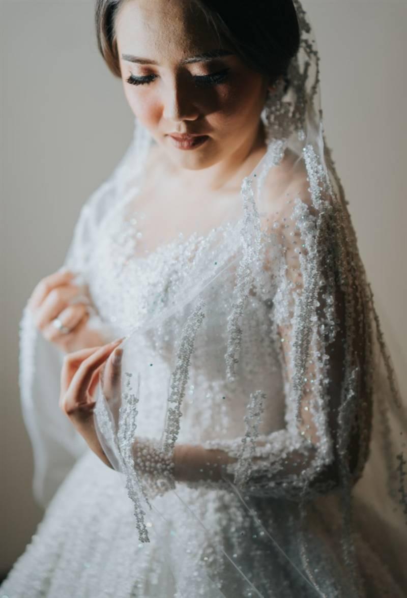 Gaun pengantin oleh Chandbride lengkap dengan veil