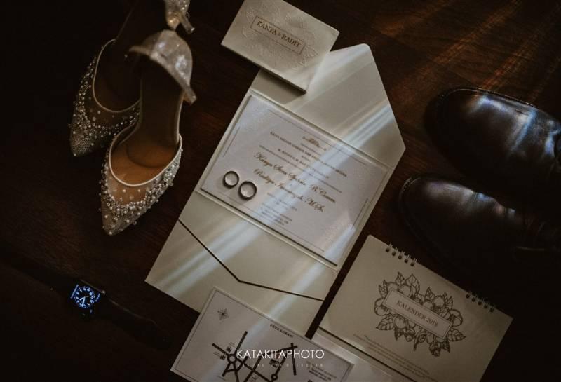 Kartu undangan yang simple