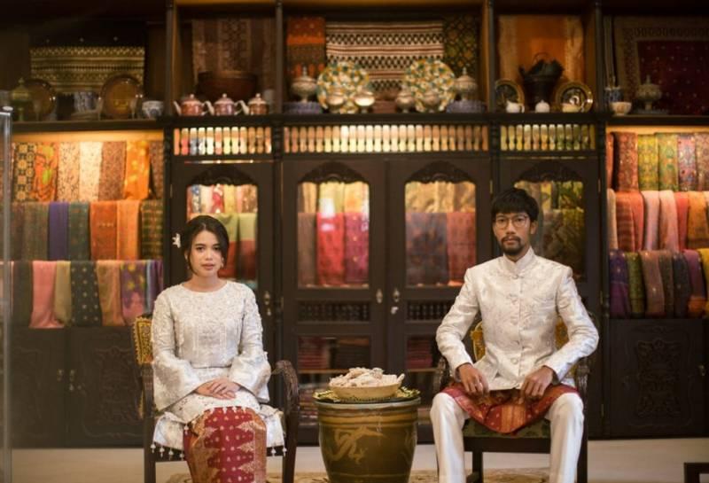 Dekorasi dengan kain songket Palembang