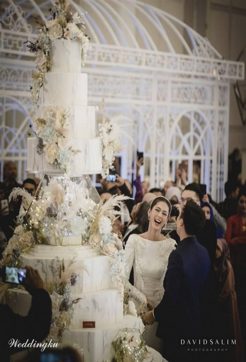Kue pengantin dengan motif marble dari Le Novelle Cake