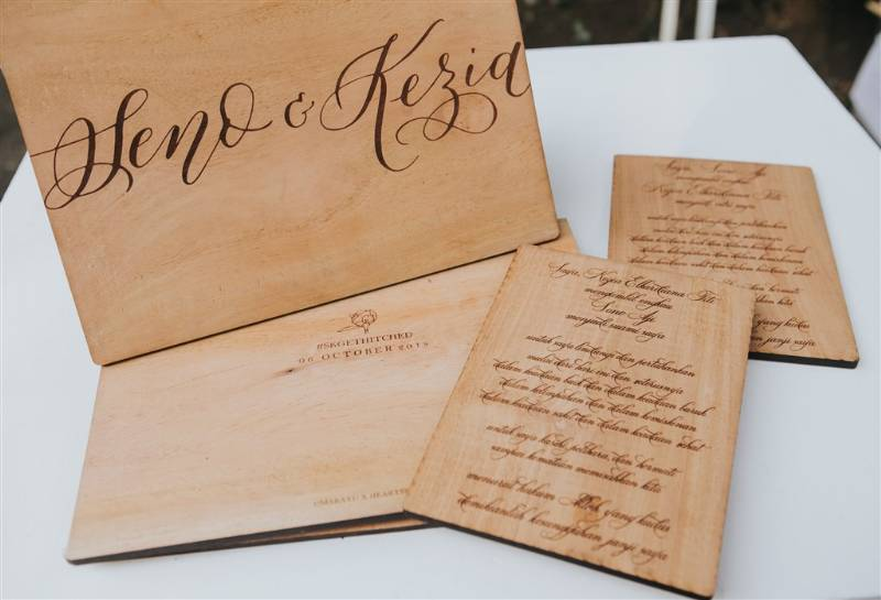 Undangan bernuansa kayu rustic