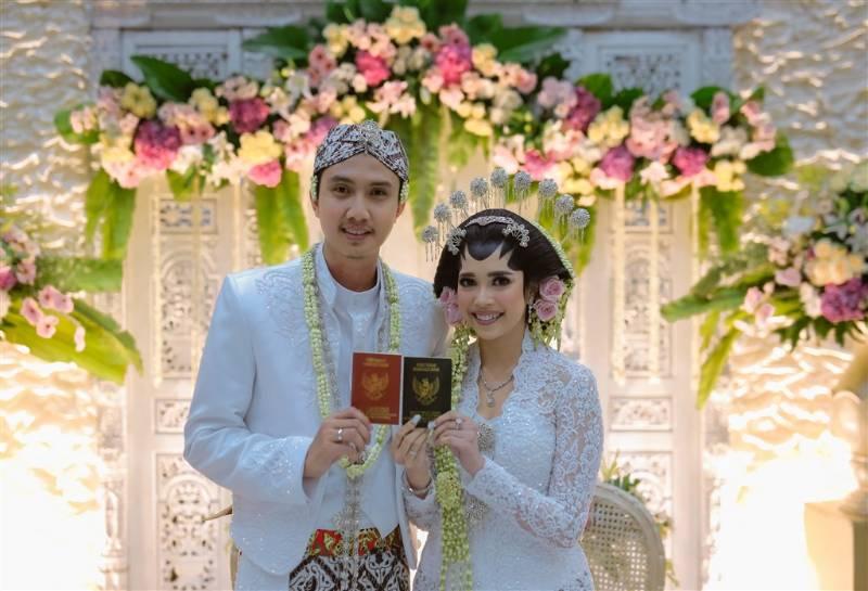 Setelah resmi menikah dan mendapat buku nikah