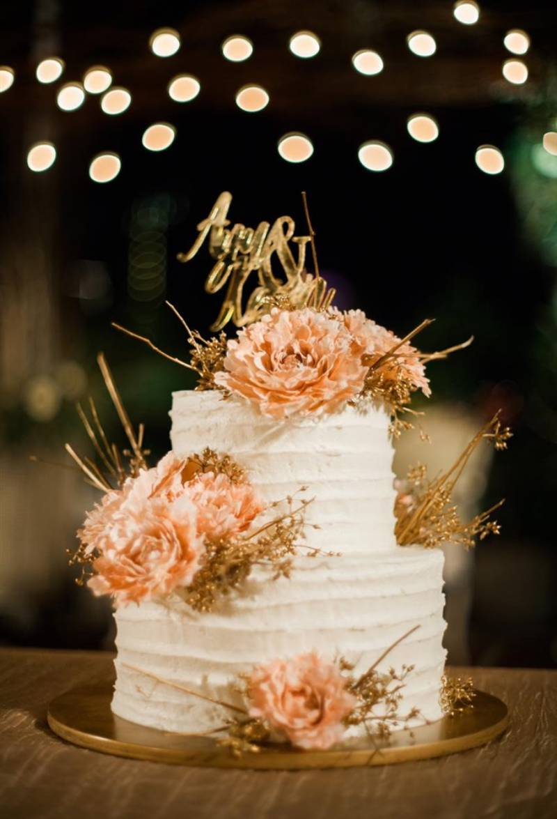 Wedding cake two tier yang simple