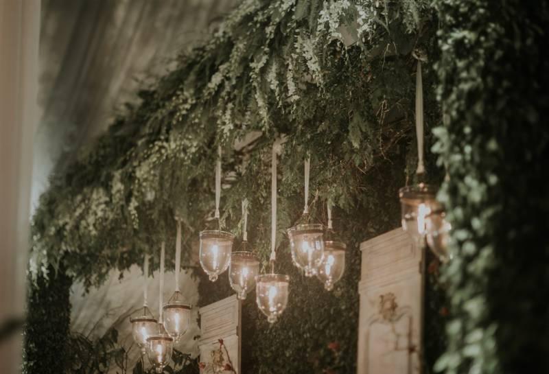 Dekorasi rustic dengan lampu gantung