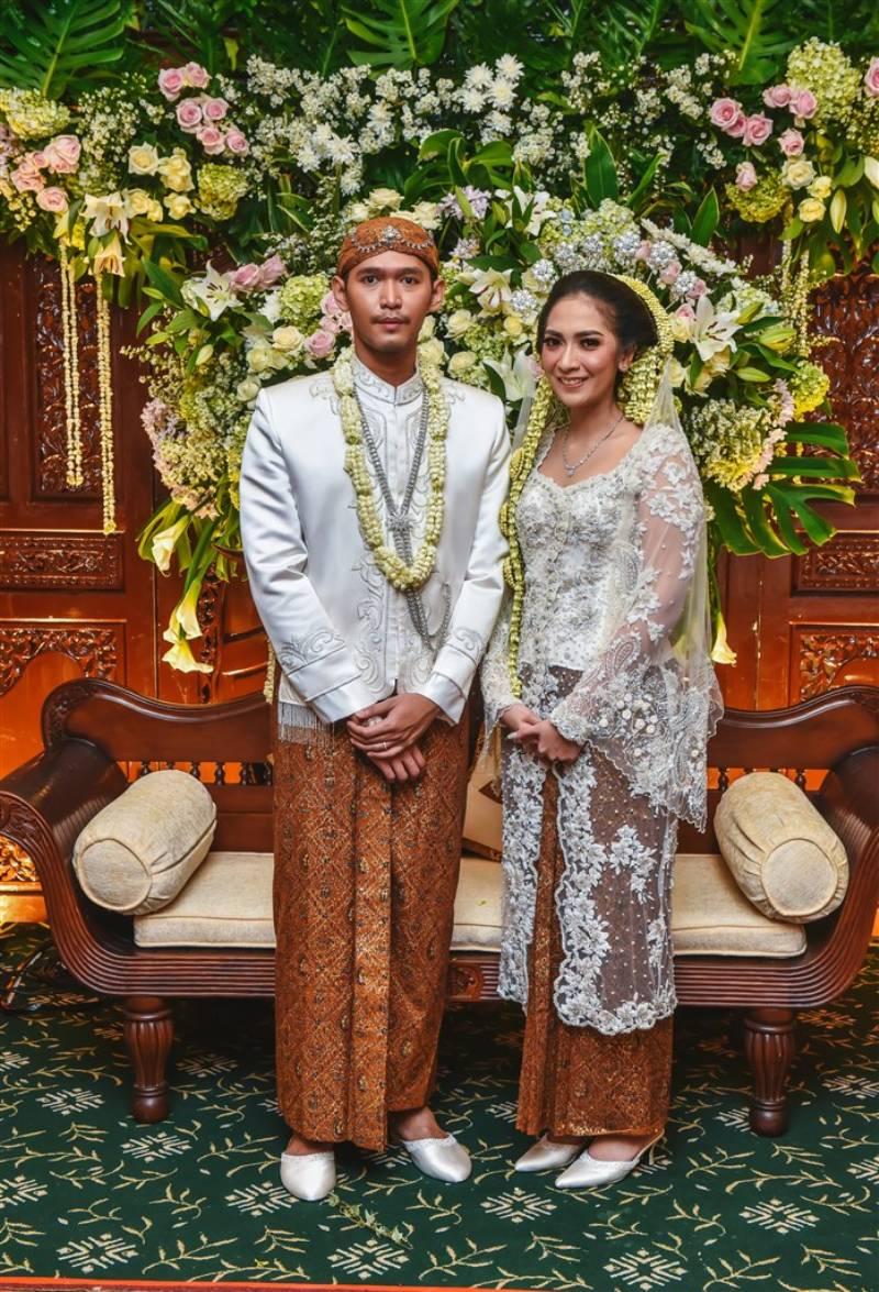 Pakai busana putih untuk akad nikah