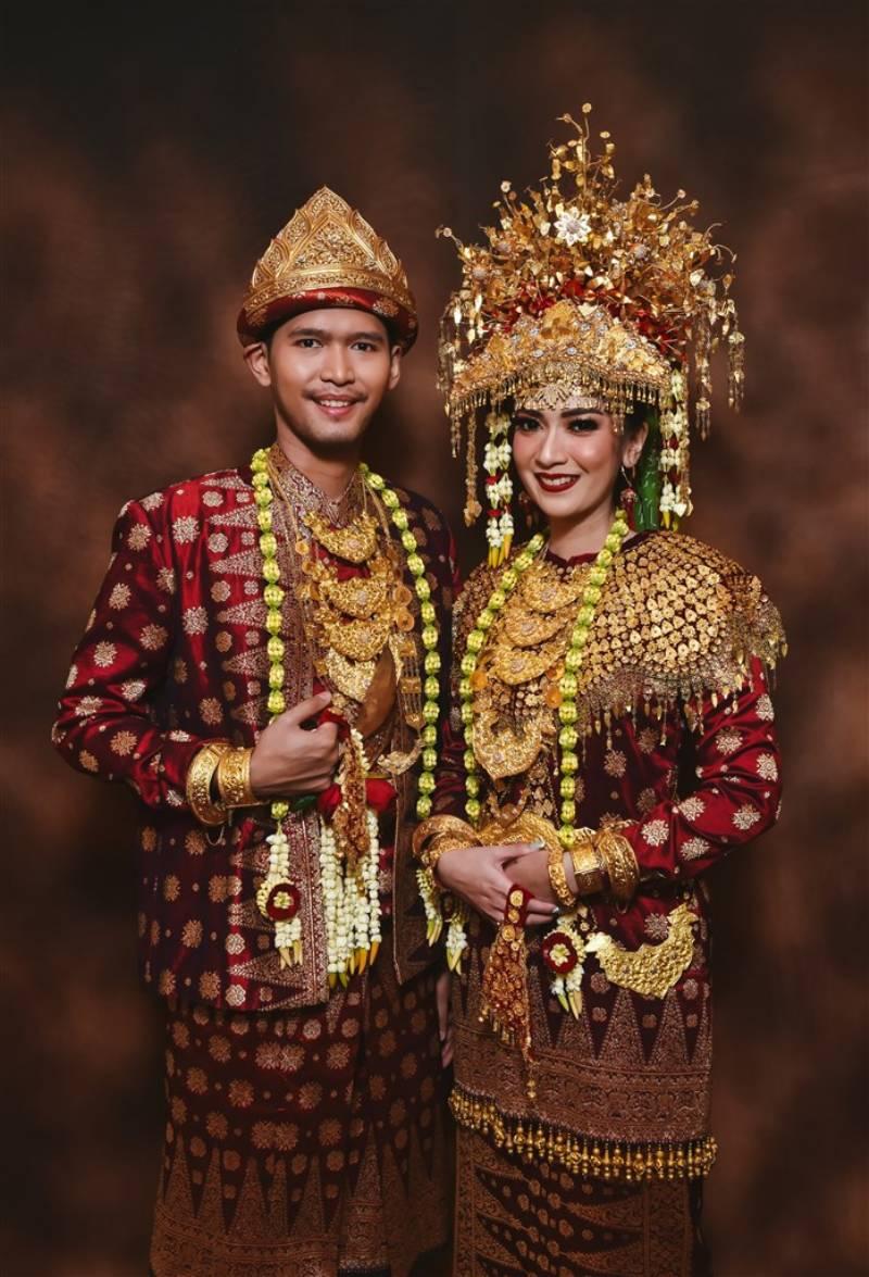 Pernikahan Kaya Tradisi Kombinasi Sunda, Jawa dan Palembang
