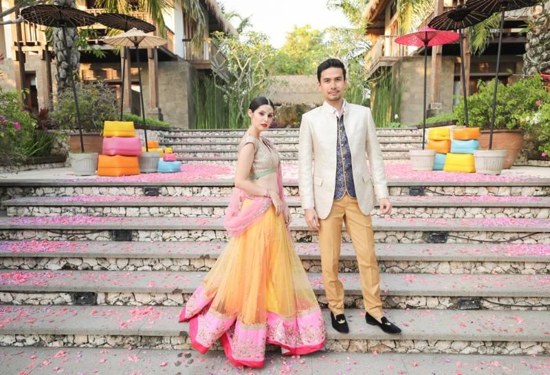Berbalut busana tradisi India dalam nuansa Bali