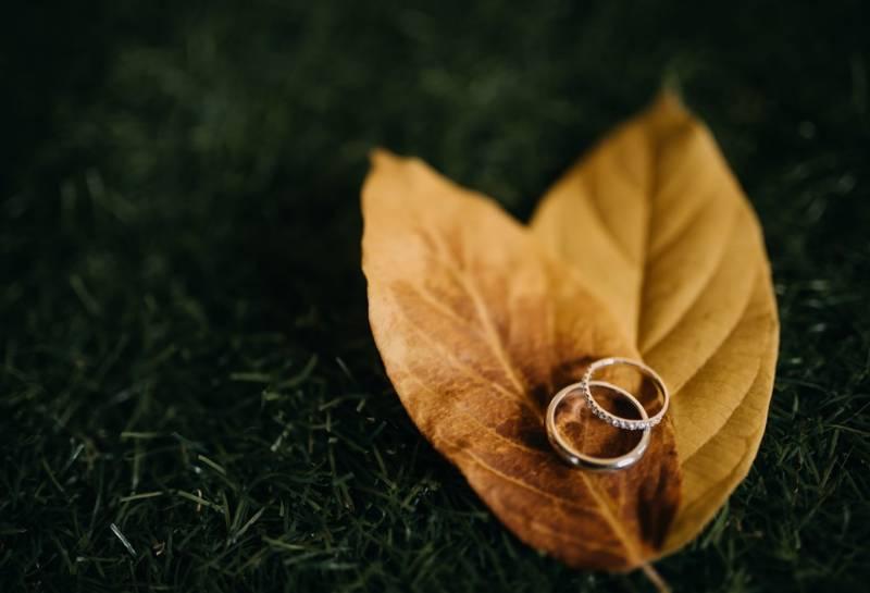 Sepasang cincin kawin