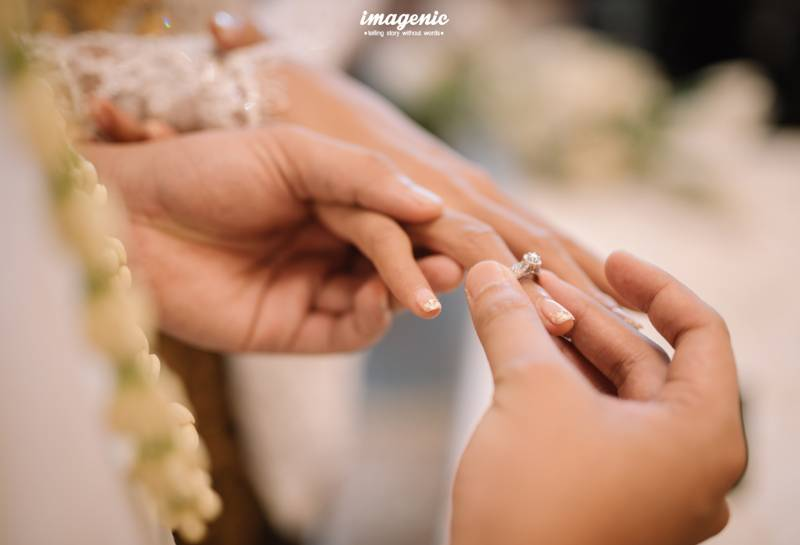 Menyelipkan cincin di jari manis, ikatan dari Ge untuk Kykuu