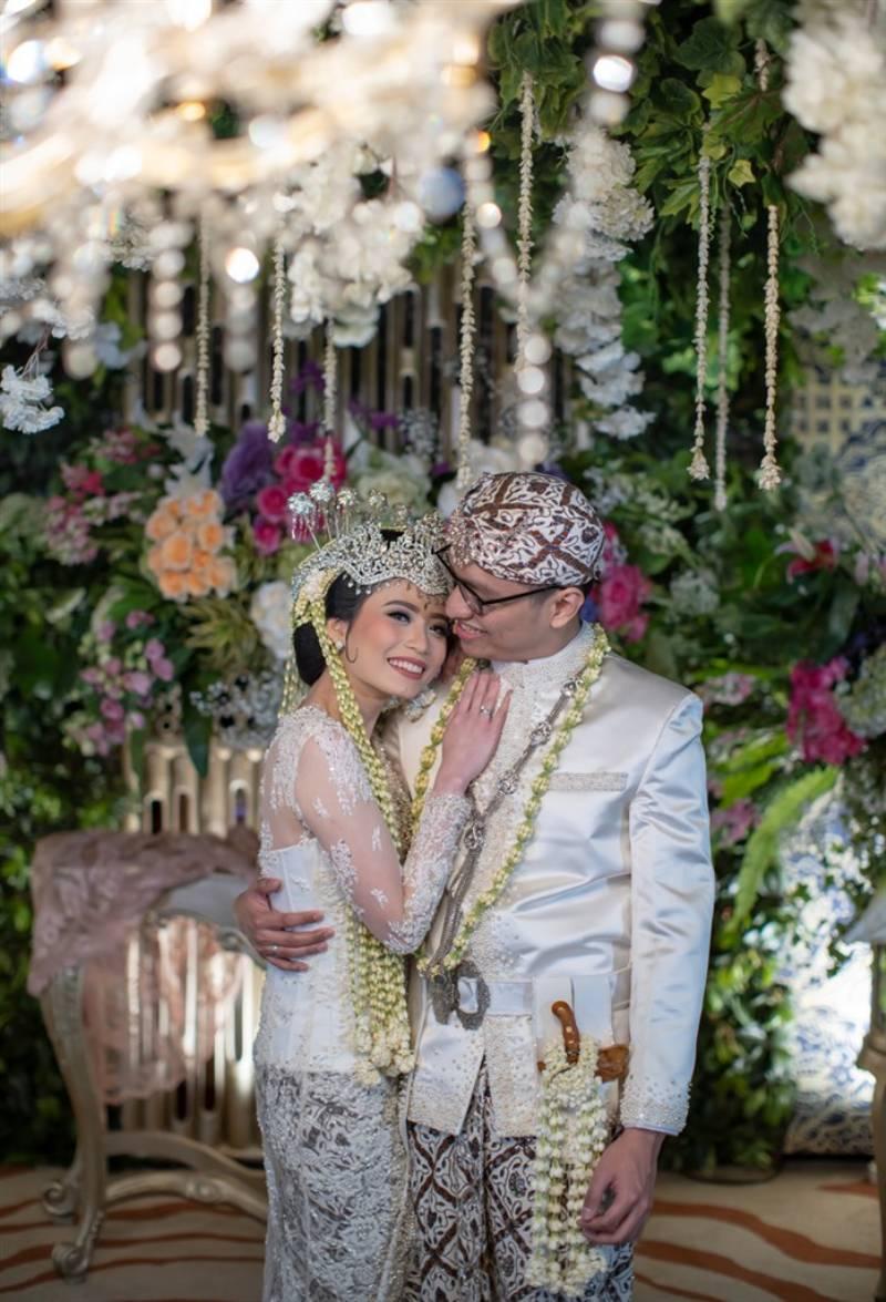 Adiza dan Arief membagi kemesraannya
