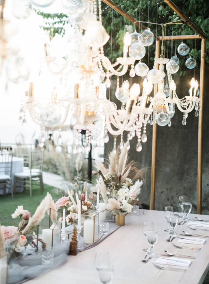 Dekorasi rustic elegant oleh Cosa Project