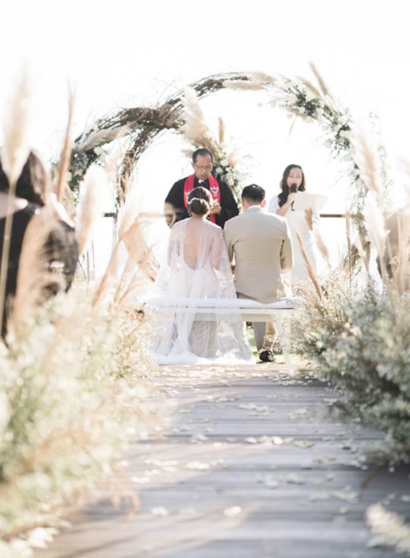 Pemberkatan nikah yang terasa begitu sakral di antara indahnya alam