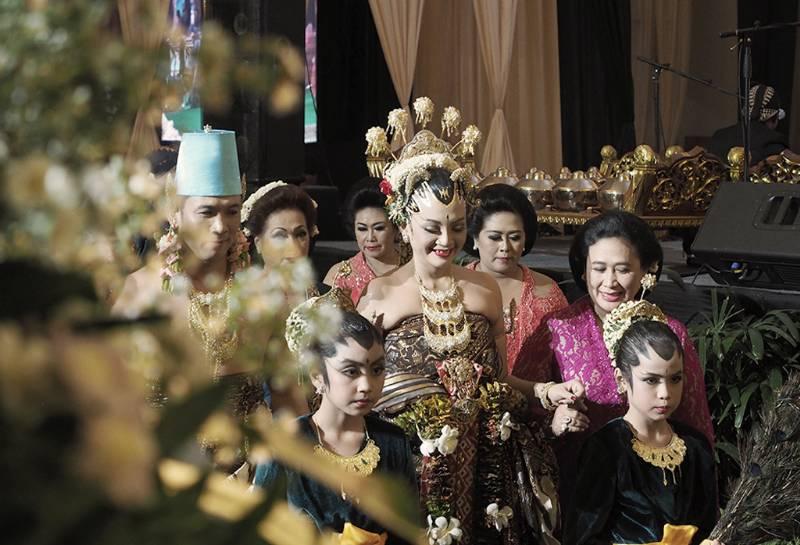 Cantik dan gagah pasangan pengantin dalam balutan busana pengantin Yogya Paes Ageng