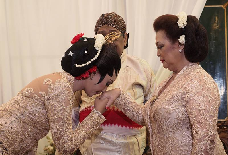 Mohon restu kedua orang tua sebelum akad nikah