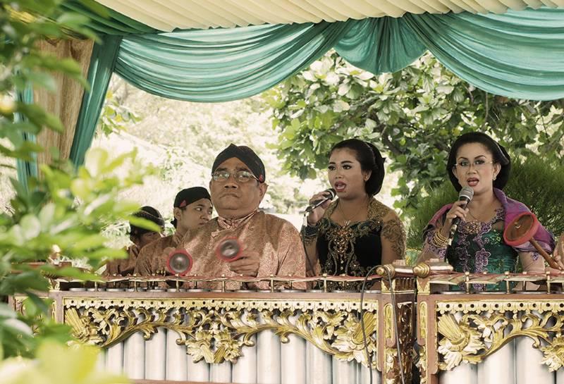 Para sinden di upacara pernikahan