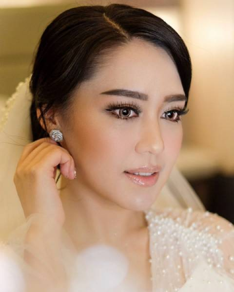 Intimate Wedding Airbrush Makeup by Yurica Darmawan