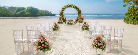 Wedding Package Wedding Beach at Courtyard Bali Nusa Dua By Marriot for 2 Pax (Ucap Janji)
